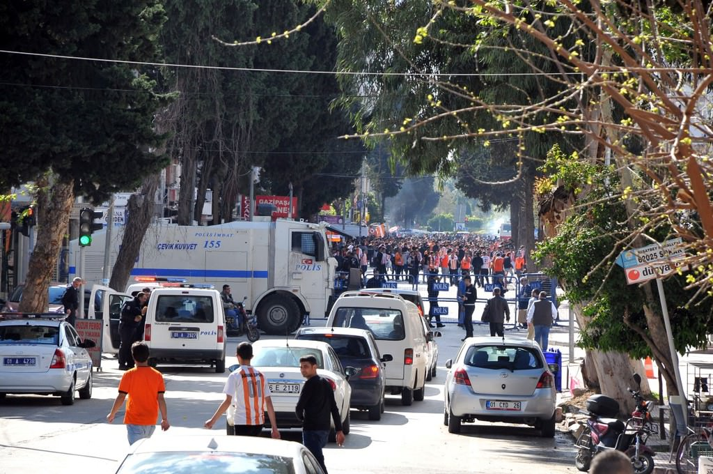 Adana derbisinde olay