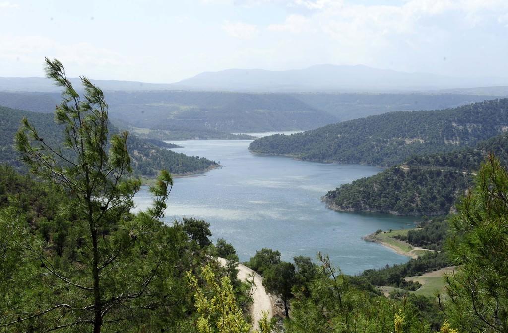 Adıgüzel Barajı cıvıl cıvıl