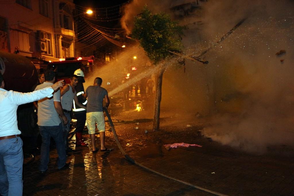 Alanya'da  turistik çarşıda yangın!