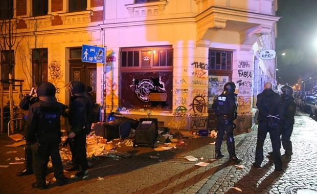 Almanya'da holiganlar sokağı cehenneme çevirdi!