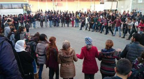 Diyarbakır ve Hakkari'de Kobani kutlaması