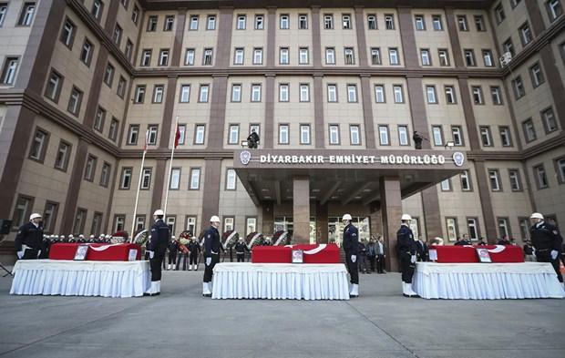 Diyarbakır'daki saldırıda şehit olan polisler için tören