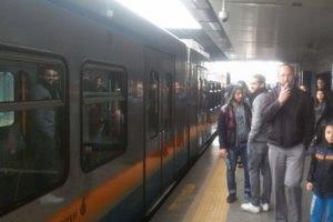 Elektrikler kesildi metro seferleri durdu