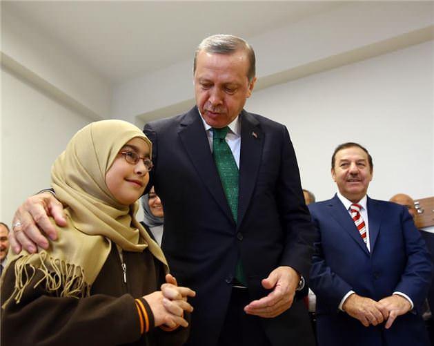 Erdoğan İmam Hatip Lisesini ziyaret etti.