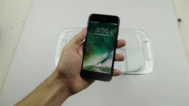 Iphone 7'yi buzluğa attı!  .