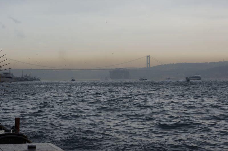 İstanbul Boğazı'nda akıl almaz manzara