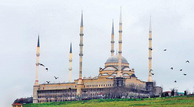 İstanbul'da hatimle teravih namazı kılınacak camiler