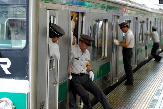 Japonya'da metroya binme çilesi