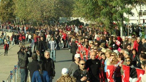 Kadıköy'de 6,5 km'lik Ata'ya Saygı zinciri