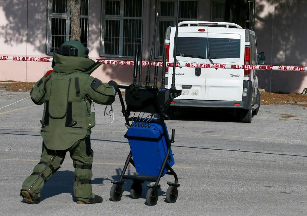 Kadın bomba imha uzmanının ağır yükü