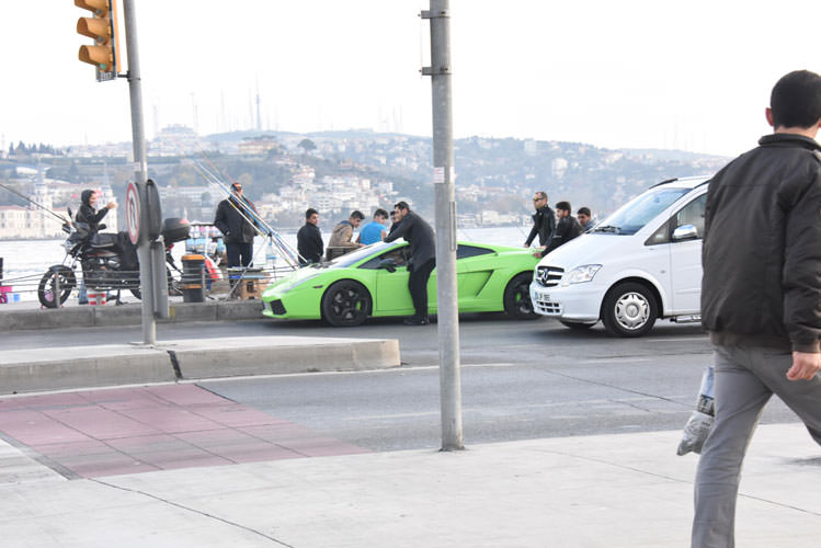 Lamborghini yolda kalınca...