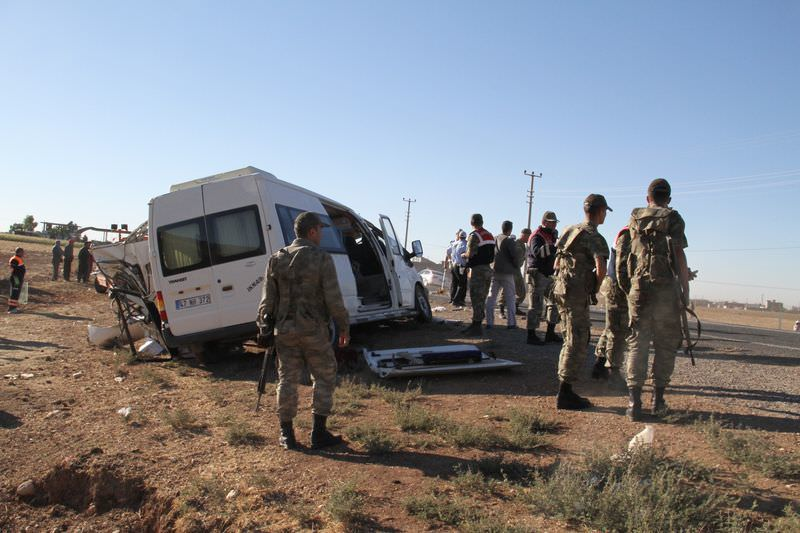 Mardin'de öğrenci servisi ile kamyon çarpıştı