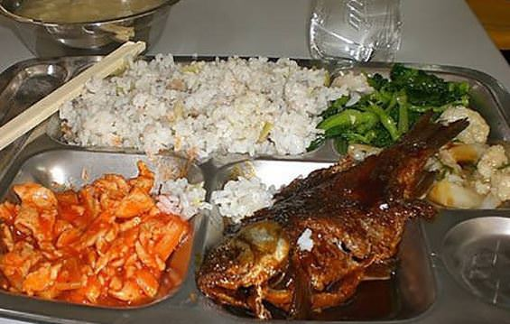 Dünya okullarının öğle yemeği listeleri