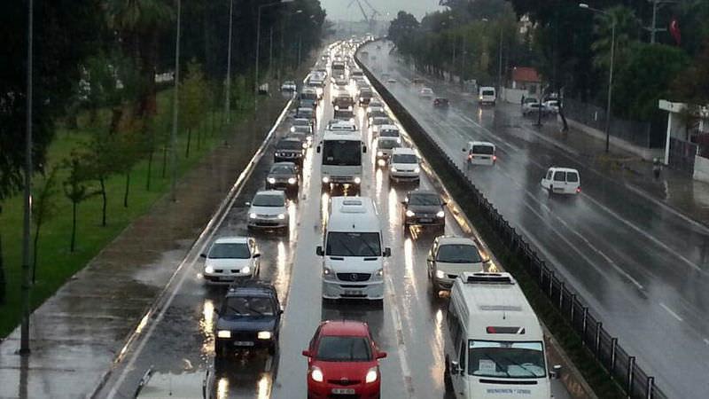 Sağanak yağış İzmir'i felç etti