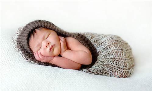 Sevimli bebekler uyuyor