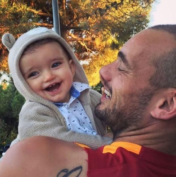 Sneijder'in dünyalar tatlısı minik oğlu