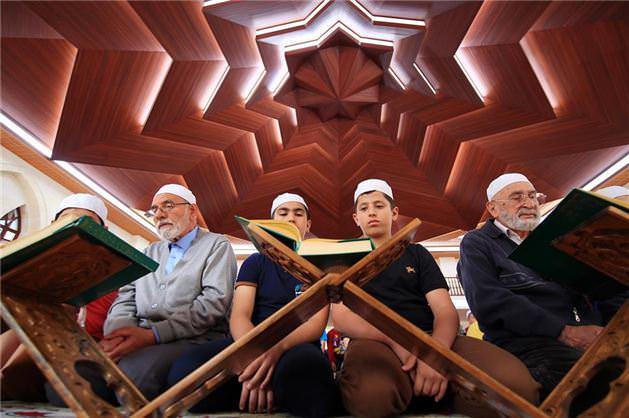 Somuncu Baba Camisi'nde tarihi gelenek sürüyor