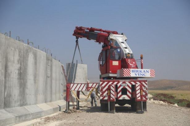 Турция возвела 330-километровую бетонную стену на границе с Сирией и Ираком - Цензор.НЕТ 4592