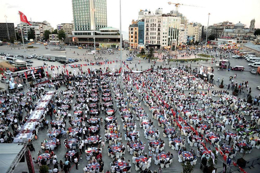Taksim Meydanı'nda 'kardeşlik sofrası'