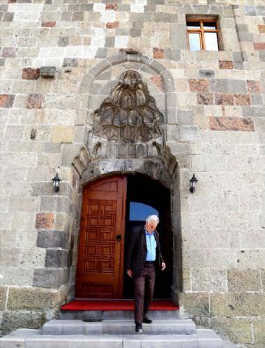 Tarihi camiler Ramazan'a hazır