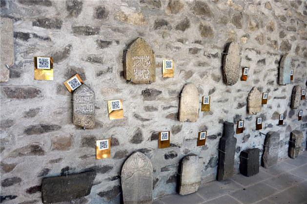 """Tarihi mezar taşlarında """"karekod"""" dönemi"""