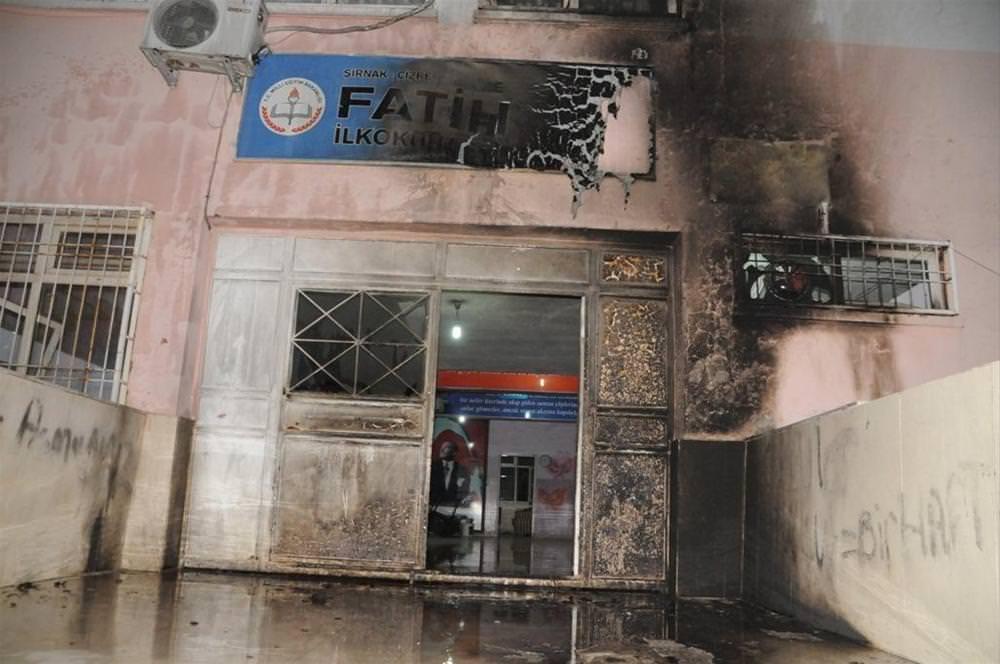 Üç okula molotoflu saldırı