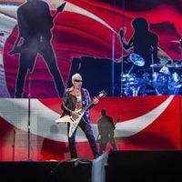 Ünlü gruptan Türk bayrağı önünde konser!