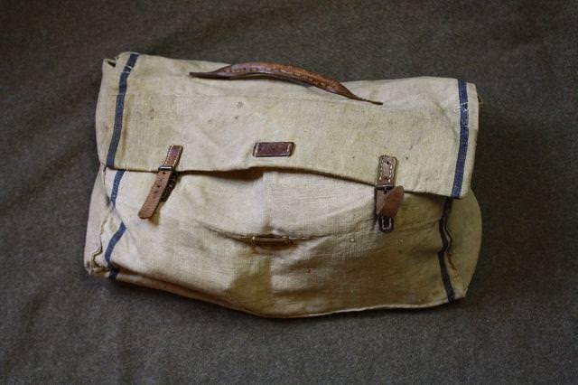 Yıllar sonra açılan asker çantası