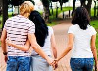 Aldatan erkek hem kar�s�n� hem sevgilisini birlikte ister