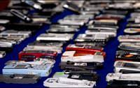 Devleti uyutmak için eski cep telefonlarını uyandırıyorlar