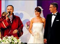 Esra Erol ile Ali �zbir canl� yay�nda evlendi