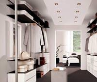 Evdeki özel butik giysi odası