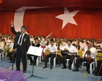 Cide'de bin kişilik 'Cumhuriyet korosu' konser verdi