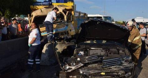 İzmirde kamyon dehşeti