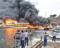 Lüks tekne ler cayır cayır yandı