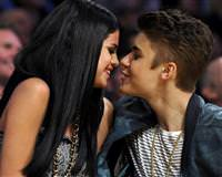 Justin Bieber ile Selena Gomez ayr�ld� Justin Bieber Selena Gomez Justin Bieber ayr�ld� google