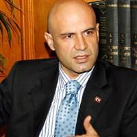 Turhan Çömez yeniden doktorluğa başladı