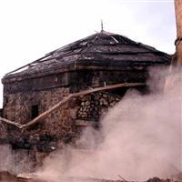 Tokat'ta tarihi camii yandı