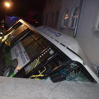 Kayseri'de halk otob�s� devrildi: 15 yaral�