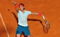 Nadal, Roger Federer&#39;i korttan sildi