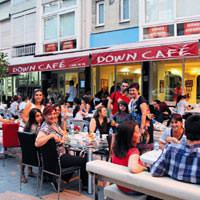 Down Cafe'de ak�am yeme�i