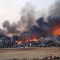 Müslüman köyünü basıp evleri ateşe verdiler