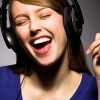 Kulaklıkla yüksek sesli müzik dinleyenler dikkat!
