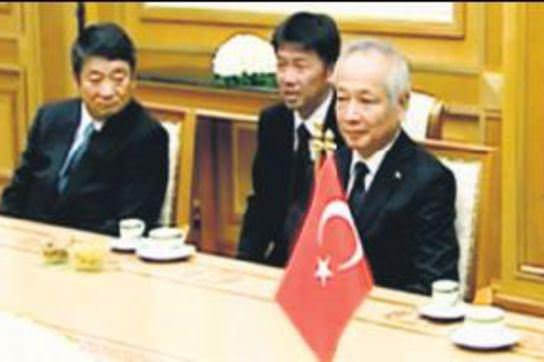 Milyar dolarl�k yat�r�ma Türk imzas�
