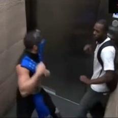 Asansörde Mortal Kombat şakası