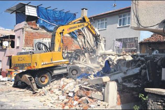 Bursa'da olaylı yıkım