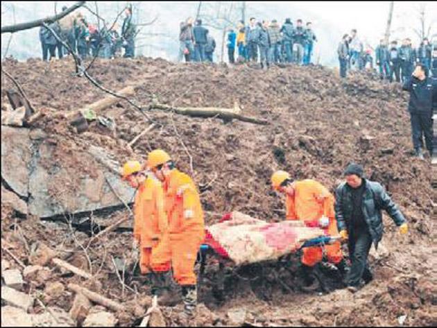 Otoyol inşaatında toprak kayması: 19 ölü