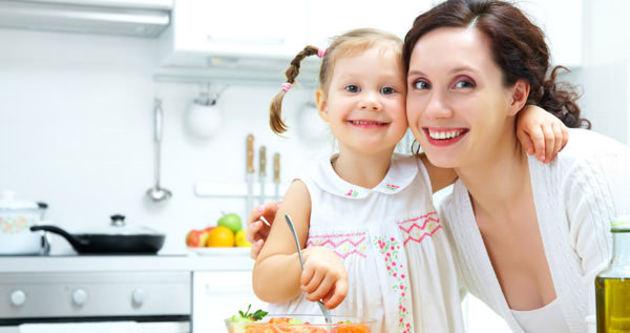 Yemeği çocuğunuzla birlikte yiyin