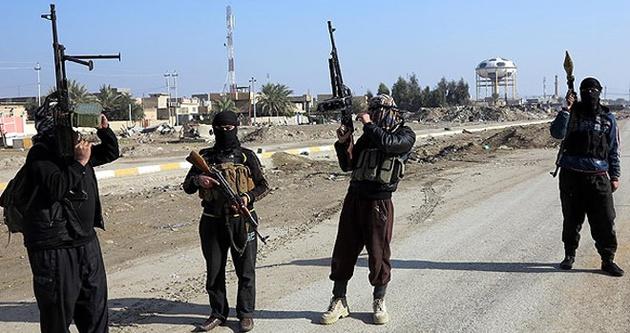 IŞİD askeri üssü ele geçirdi