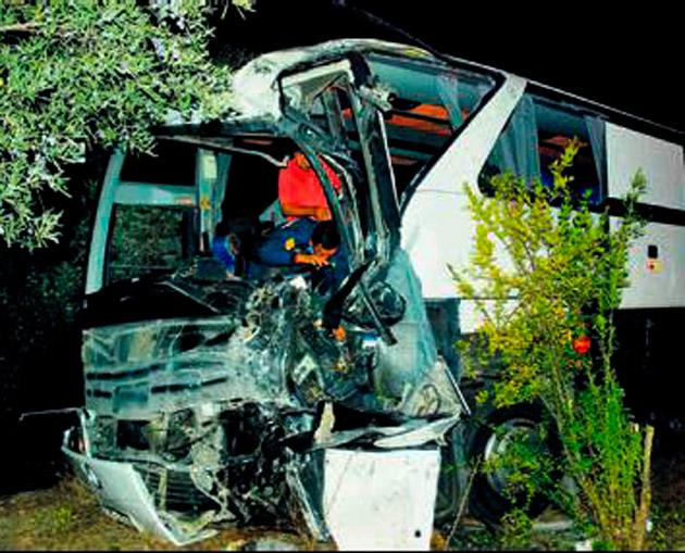 Otobüsler çarpıştı 3 turist yaralandı